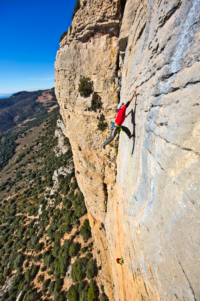 Escalada en la Roca Alta, en Vilanova de Meià