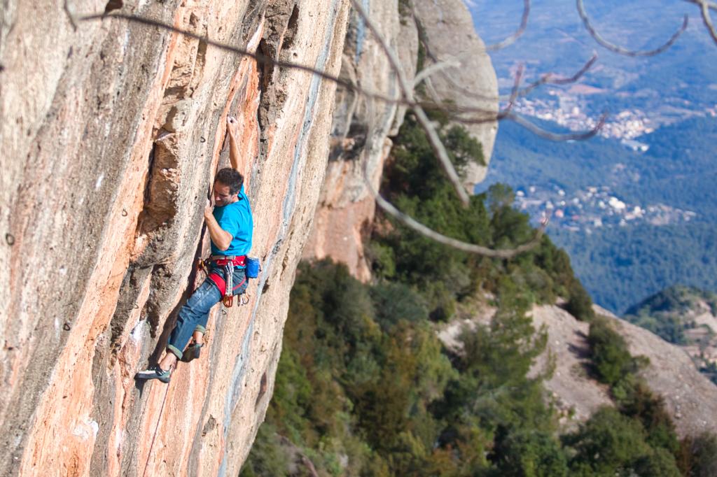 Josep Claramunt escalando en la Paret Gran