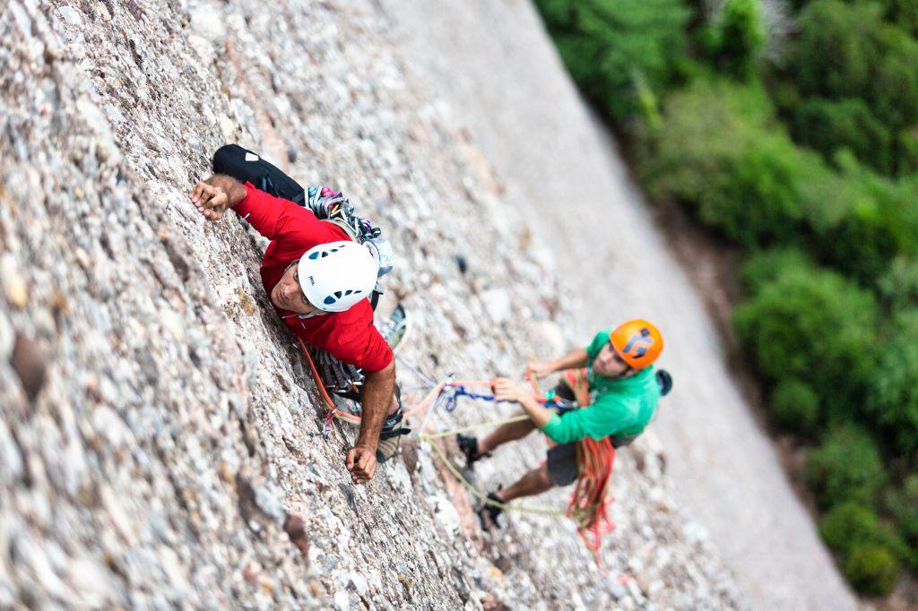 Luis Manzaneda y Jordi Balasch escalando en Montserrat
