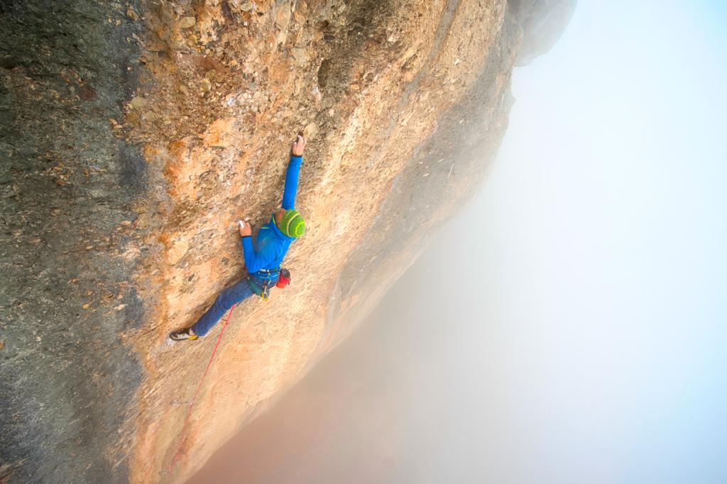 Miquel Mas escalando en Sant Llorenç del Munt