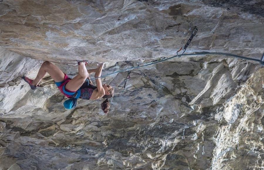 Laura Rogora escalando Pure Dreaming