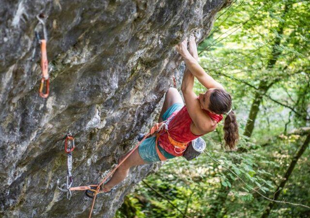 Anak Verhoeven escalando en Bélgica