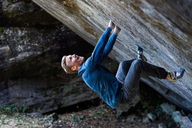 Jakob Schubert haciendo boulder