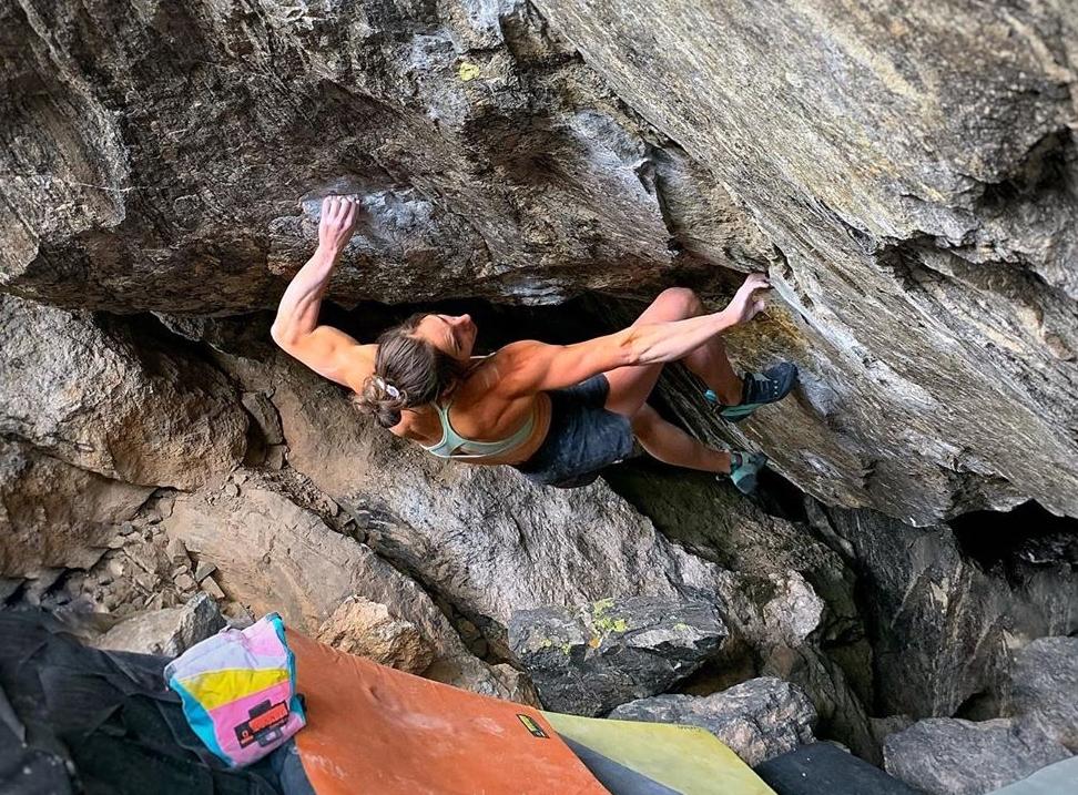Alex Puccio haciendo boulder en RMNP