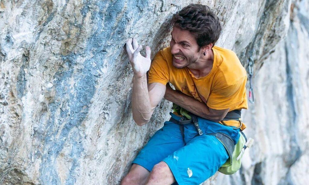 Stefano Ghisolfi escalando 'The Bow'