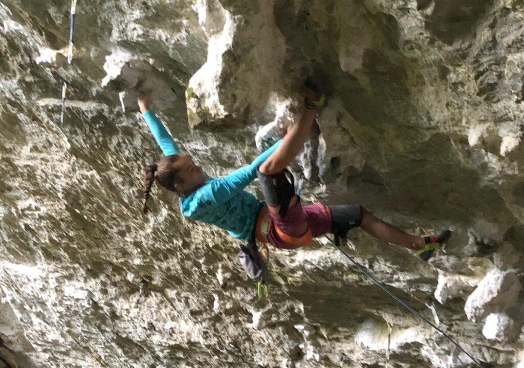 Iziar Martínez escalando en Baltzola