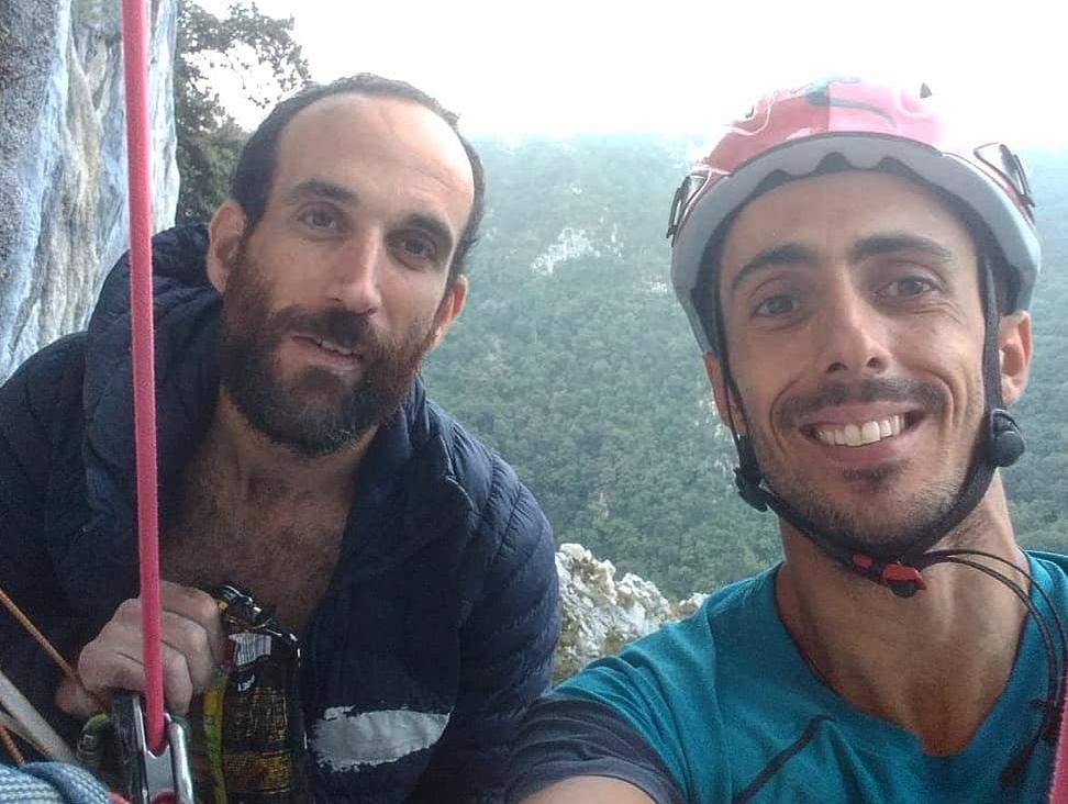 Gonzalo Larrocha y Javi Cano escalando la vía Bernabé