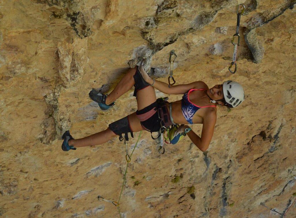 Maragda Gabarre escalando en La Piscineta