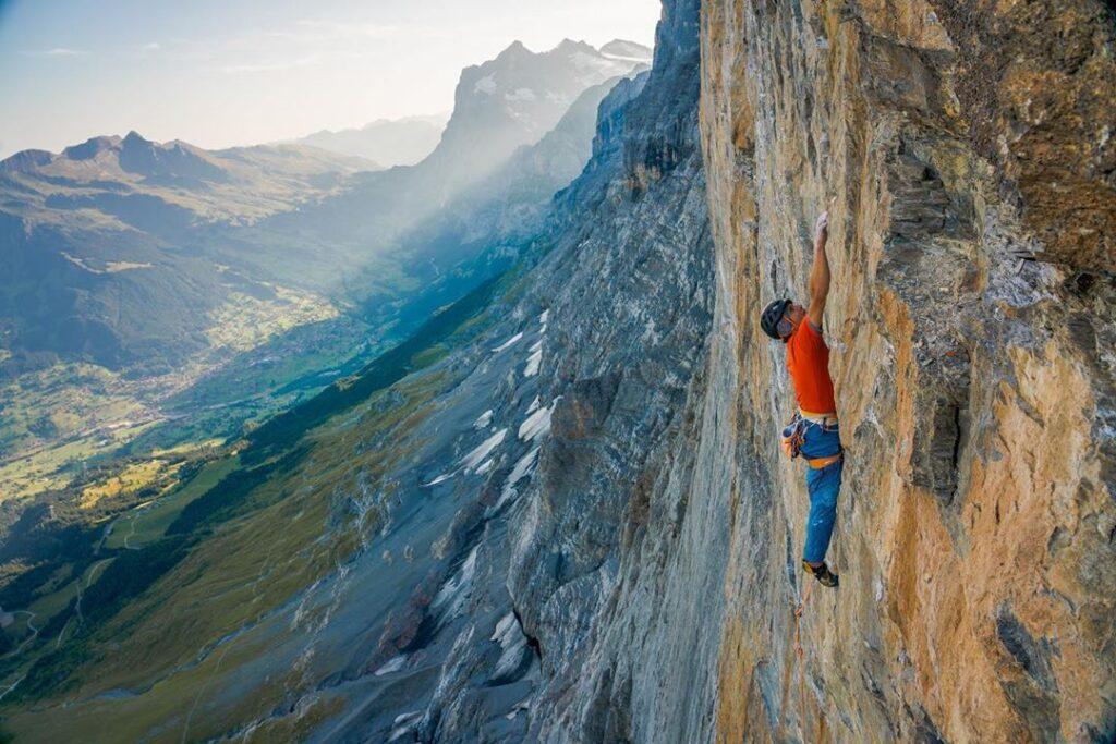 Roger Schaeli escalando Merci La Vie en la cara norte del Eiger