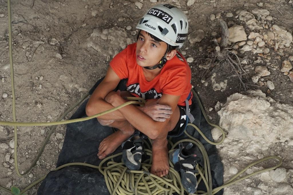 Roc Vergés escalando en Margalef