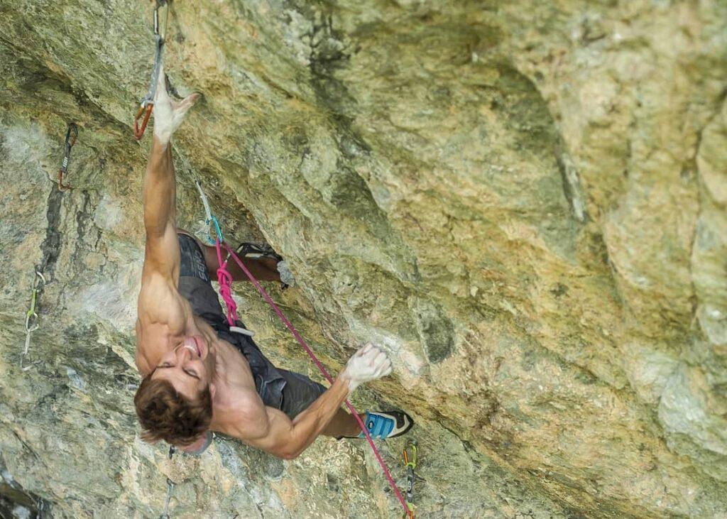 Seb Bouin escalando en Entraygues