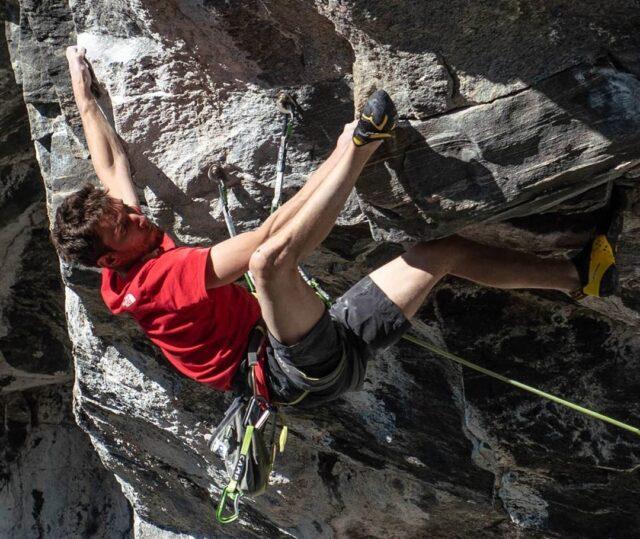 Stefano Ghisolfi escalando Change 9b+