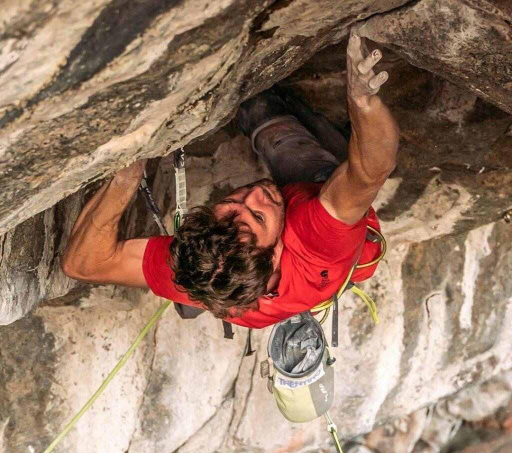 Stefano Ghisolfi escalando en Flatanger