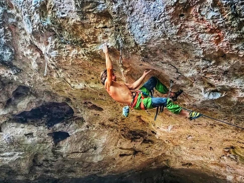 Christian Lupión escalando en Mallorca
