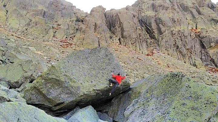 Nacho Sánchez escalando en Hoya Moros
