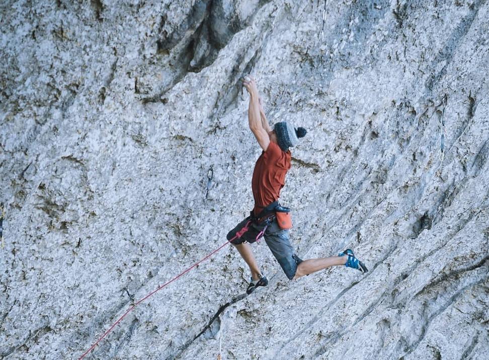 Seb Bouin escalando en Pic Saint Loup