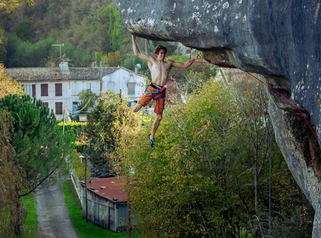 Seb Bouin escalando en Eaux-Claires