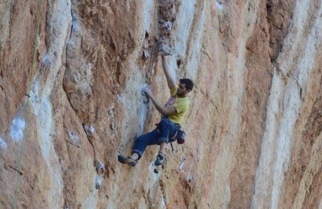 Jaume Llobeta escalando en Mallorca
