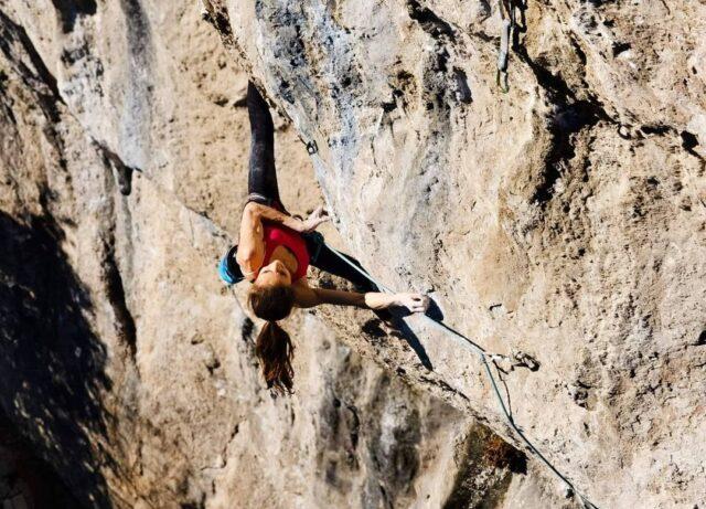 Laura Rogora escalando The Bow