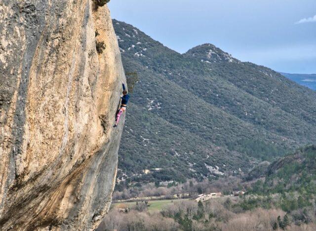 Sébastien Berthe escalando en Saint-Léger-du-Ventoux
