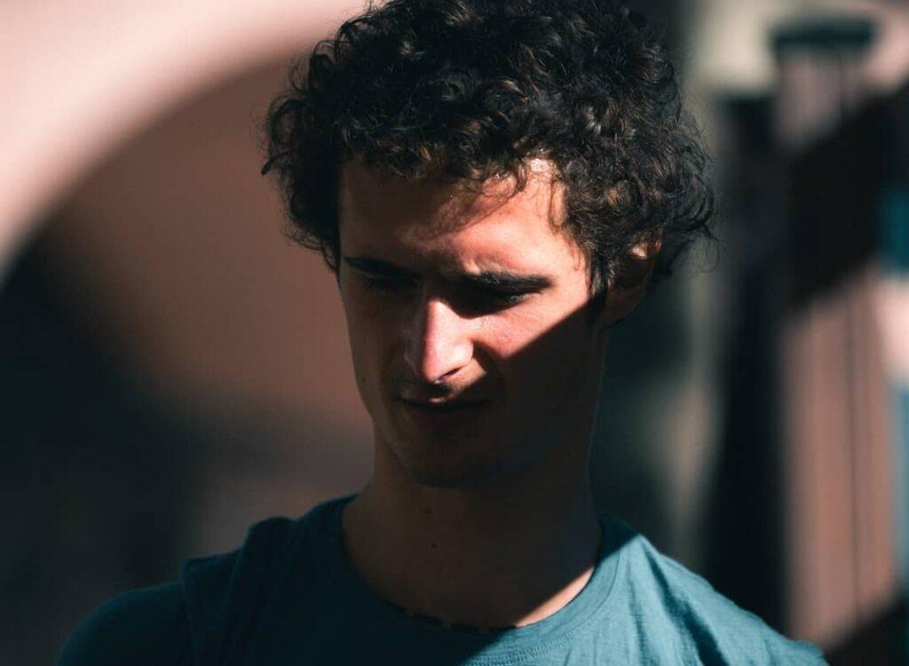 Retrato del escalador Adam Ondra