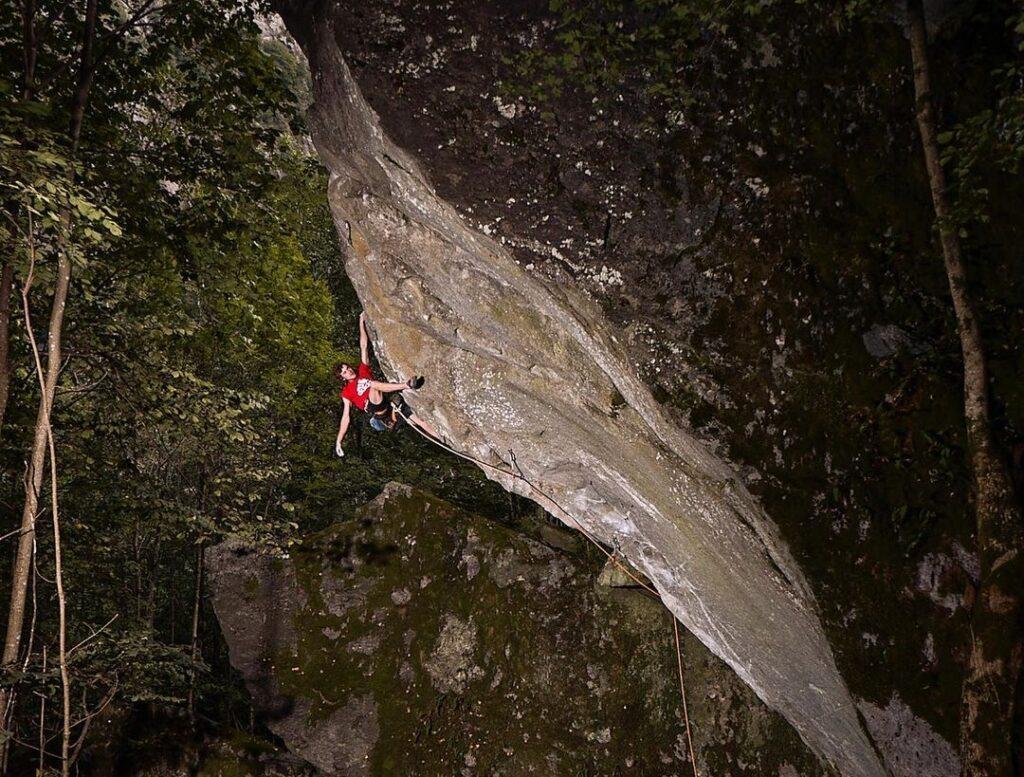 Giuliano Cameroni escalando Baba Yaga