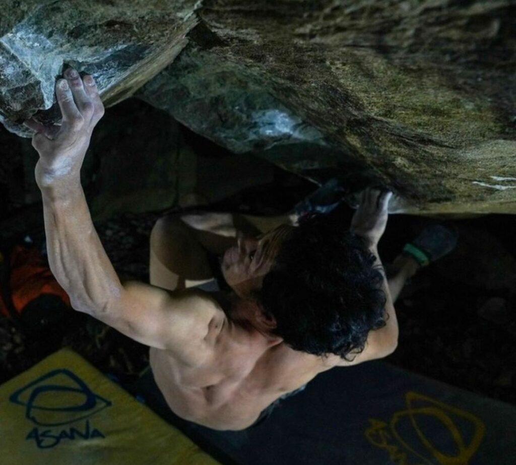 Dai Koyamada haciendo boulder en Gero