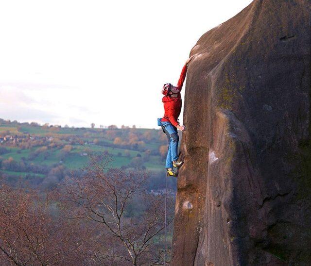 James Pearson escalando Harder Faster