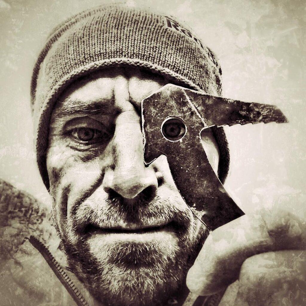 Bernd Zangerl enseña un bird beak