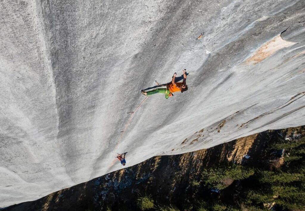 Alex Huber escalando Highway