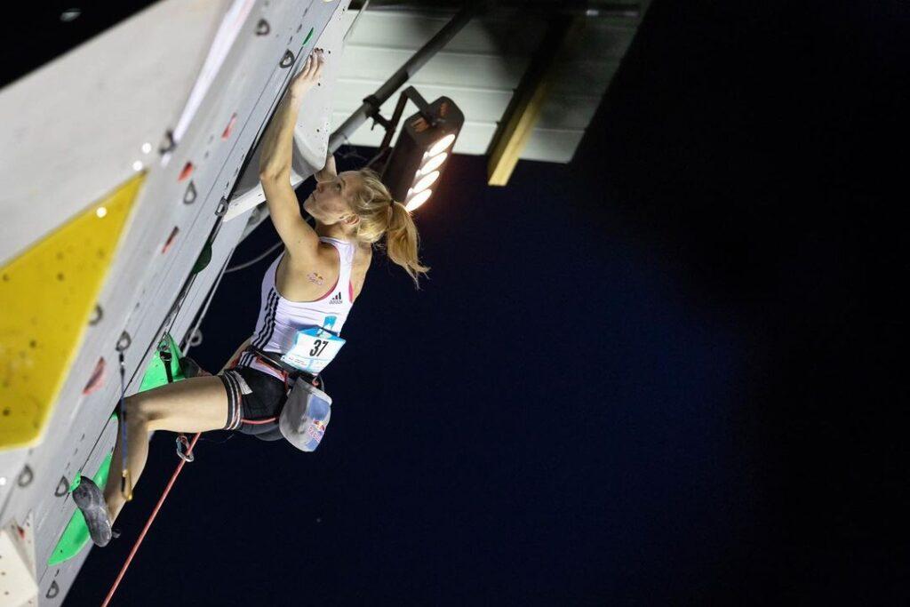 Janja Garnbret compitiendo