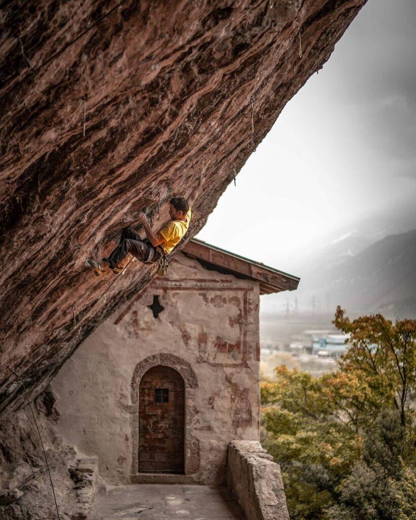 Stefano Ghisolfi escalando en Arco
