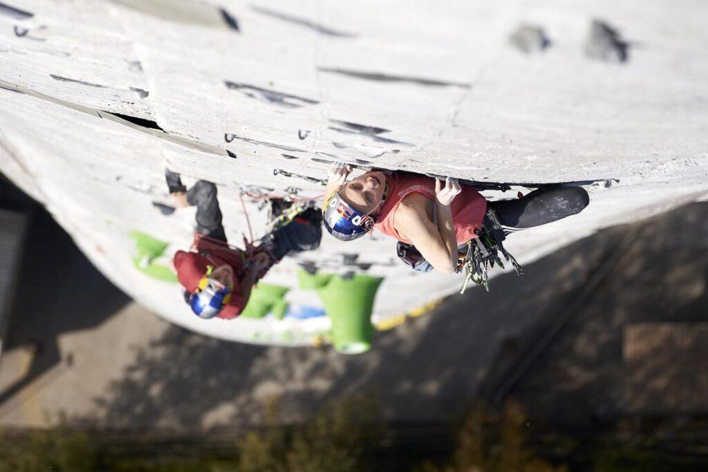 Janja Garnbret escalando la chimenea de Trbovlje