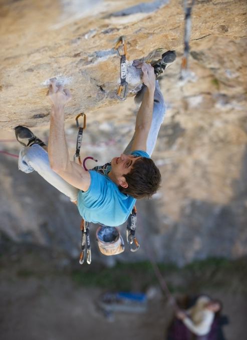Víctor Esteller escalando en Santa Linya