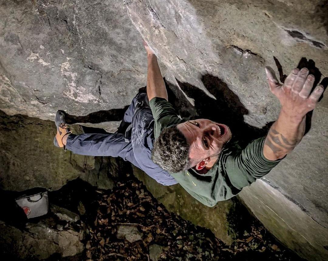 Elias Iagnemma en el problema de boulder 'Gioia'