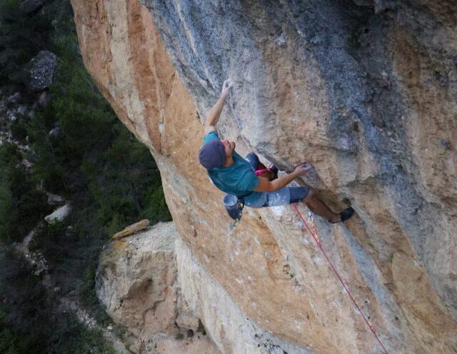 Jonatan Flor escalando La Rambla