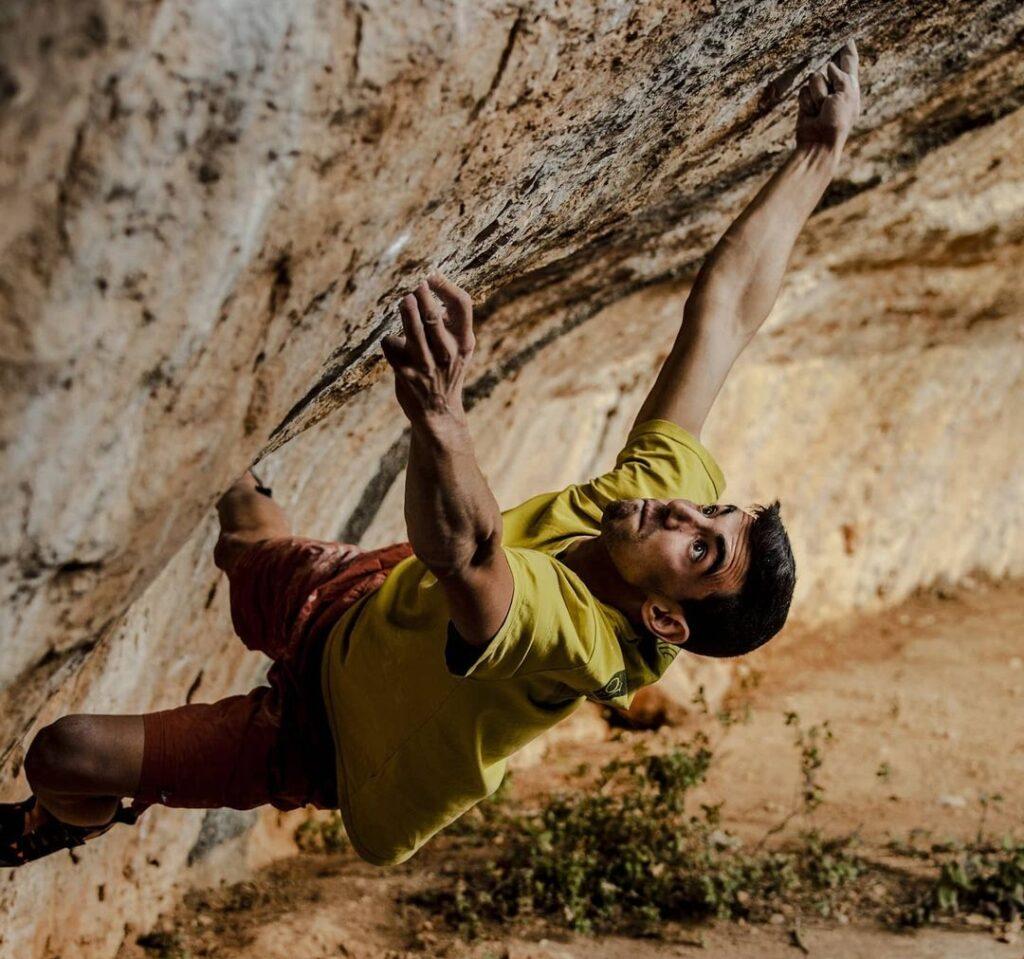 Jorge Díaz-Rullo haciendo boulder en Siurana