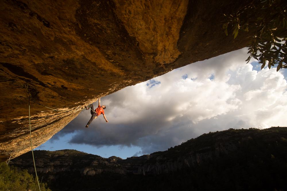Will Bosi escalando en Margalef