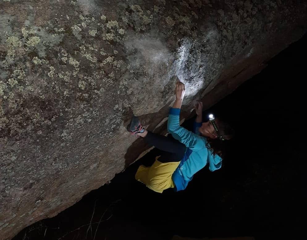 Iziar Martínez escalando en Valcorchero