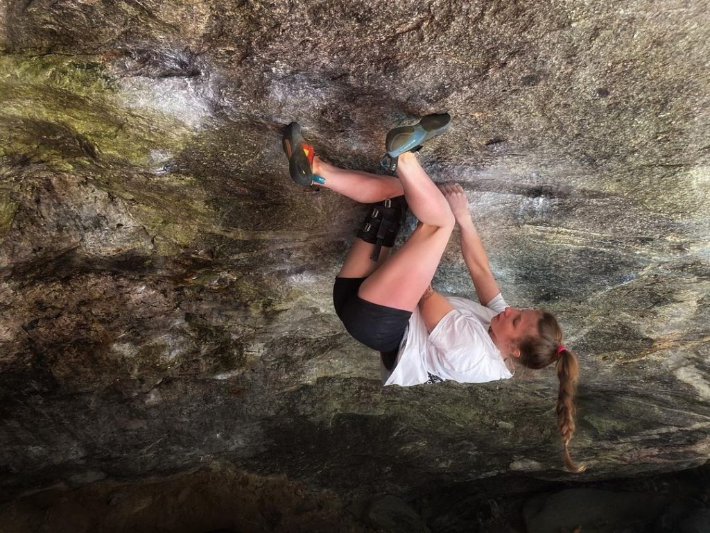 Karo Sinnhuber escalando en Zillertal