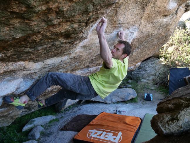 Nacho Sánchez escalando en La Pedriza