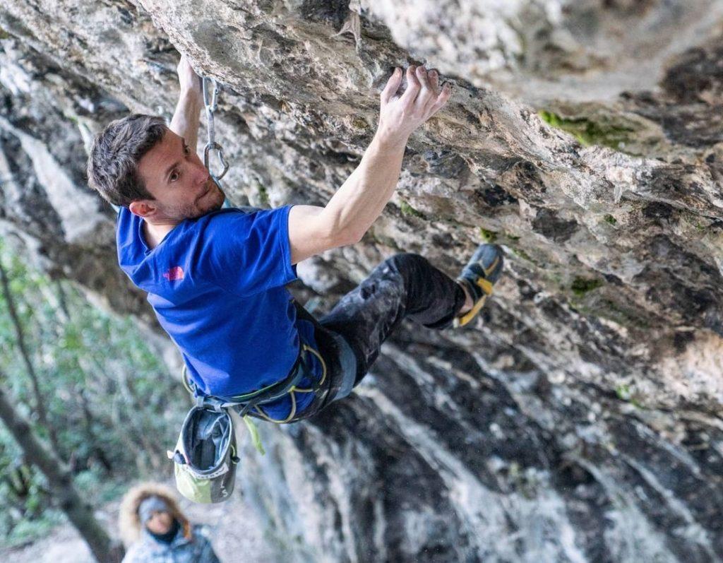 Stefano Ghisolfi escalando en Padaro