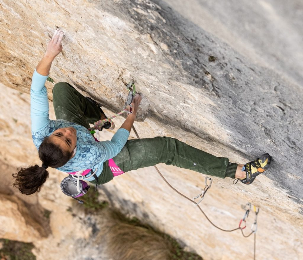 Ana Belén Argudo escalando en Cuenca