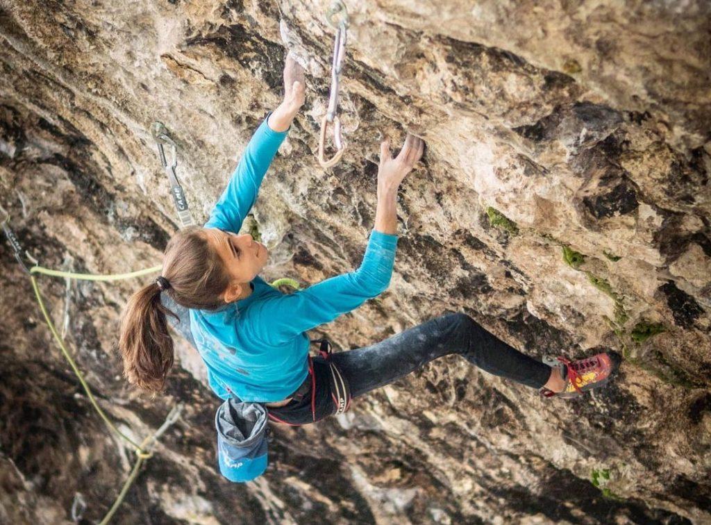 Laura Rogora escalando en Padaro