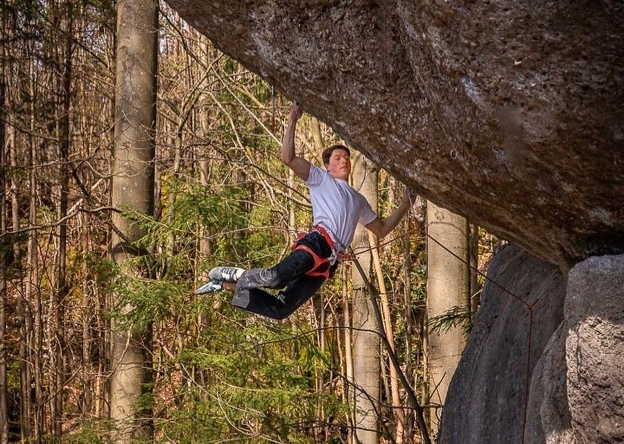 Philipp Gassner escalando Action Directe