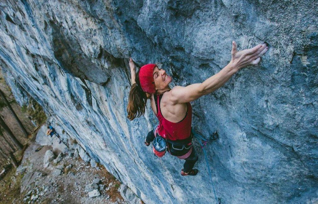 Babara Zangerl escalando en Vorarlberg