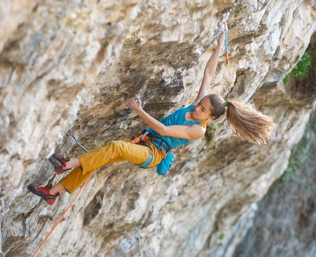 Geila Macià escalando en Sadernes