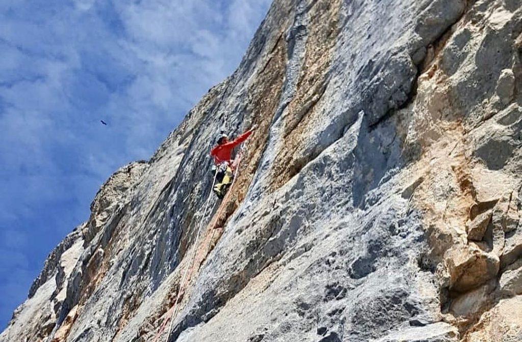 Siebe Vanhee escalando en Peña Montañesa