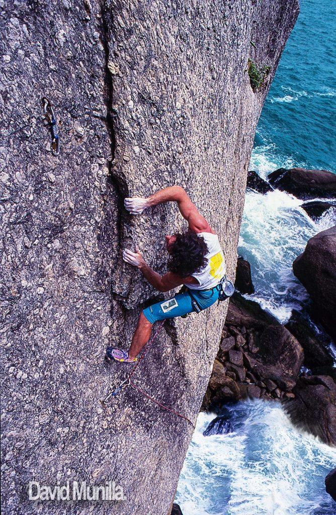 Carlos Logroño escalando en Brasil