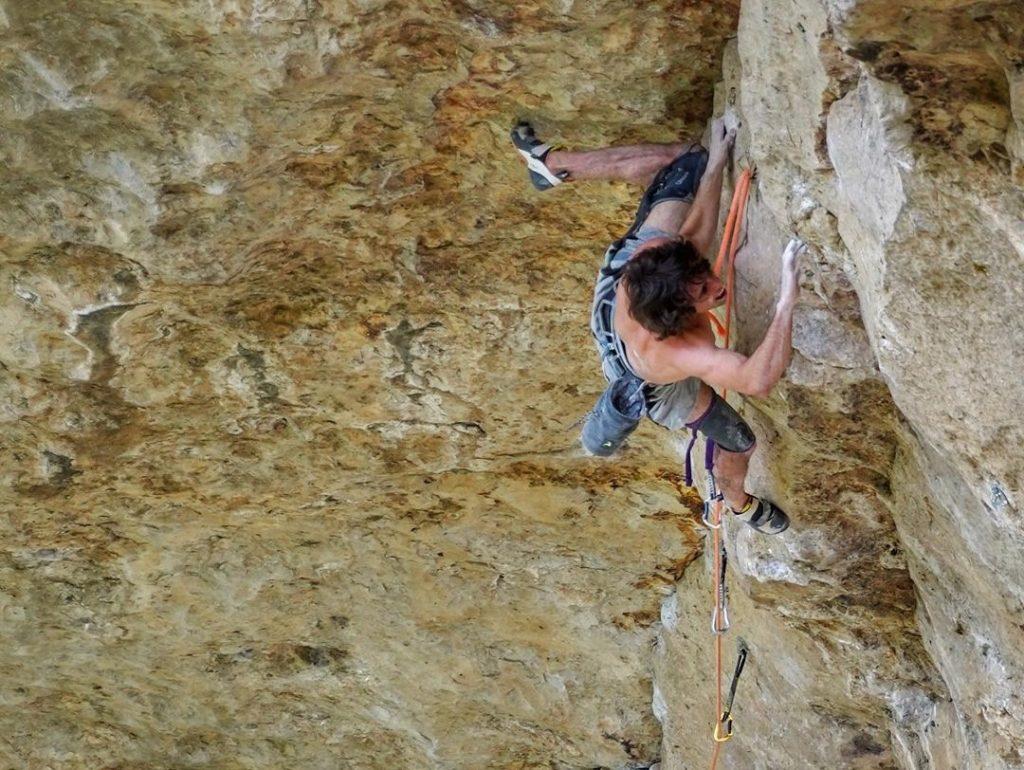 Alex Garriga escalando en Patones